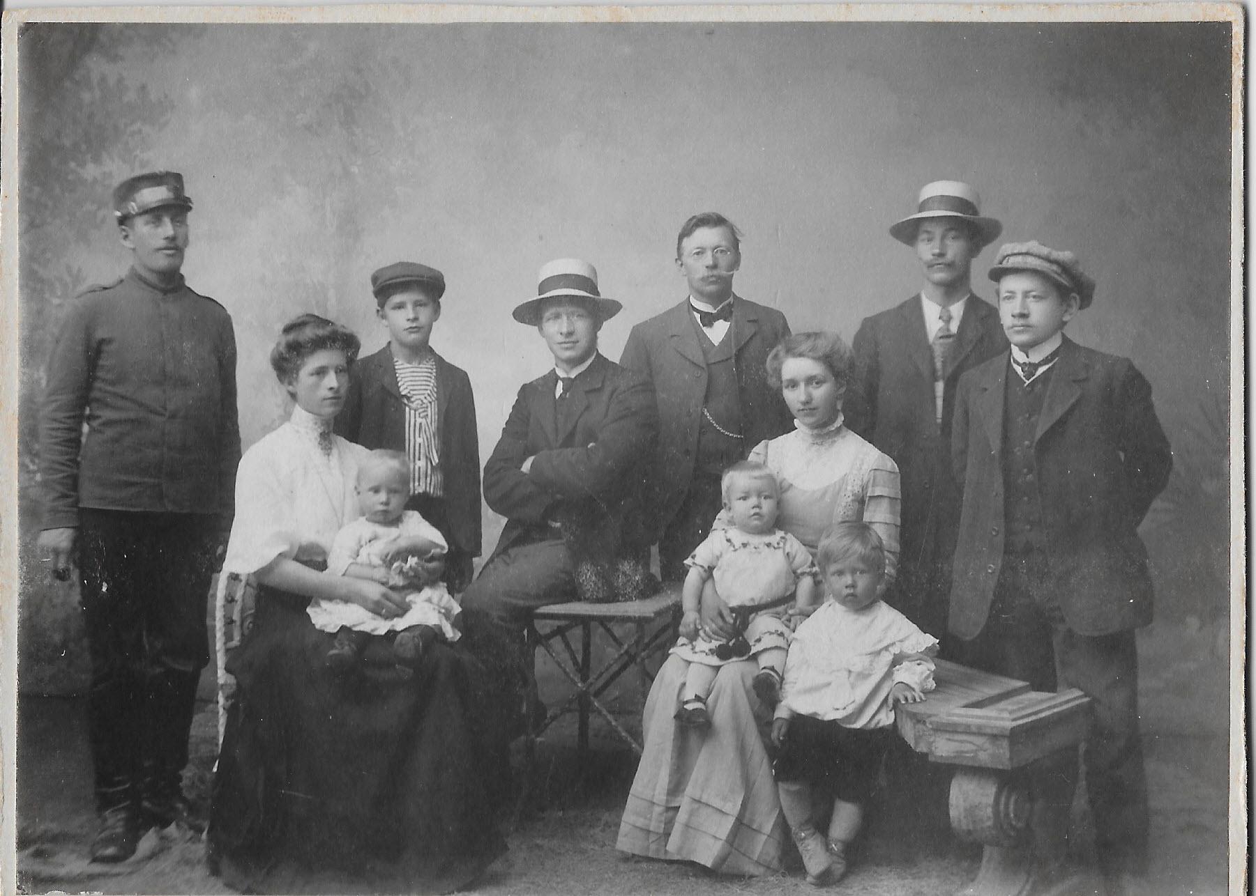Normann og familie ca 1910